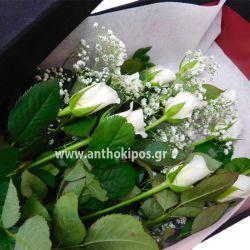 Τριαντάφυλλα λευκά σε μαύρο βελούδινο κουτί