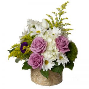 Flower arrangement in pale tones