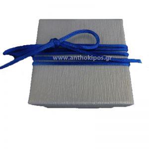 Μπομπονιέρες, Μπομπονιέρα, λευκό κουτάκι με κορδόνι μπλε