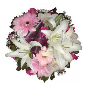 Flower arrangement in white-pink color