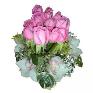 Ανθοσύνθεση σε λευκή-ροζ απόχρωση