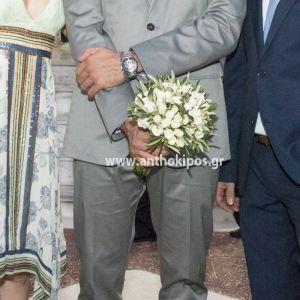 Νυφική Ανθοδέσμη Γάμου με ελιά και λευκά τριαντάφυλλα