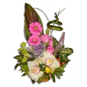Λουλούδια σε κεραμικό ποτ