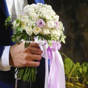 Νυφικό Μπουκέτο Γάμου με λευκά και λιλά τριανταφυλλάκια
