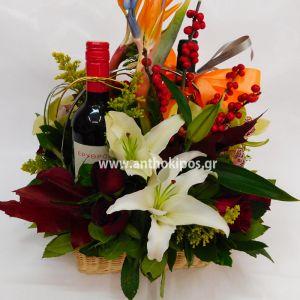 Σύνθεση λουλουδιών με δύο κρασιά