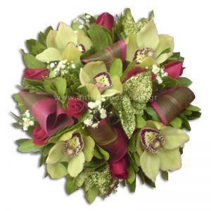 Κατασκευή με λουλούδια για δεξίωση