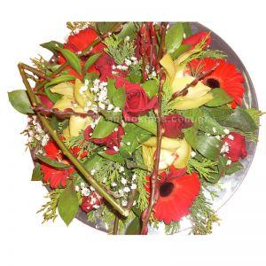 Κατασκευή με λουλούδια για τραπέζι