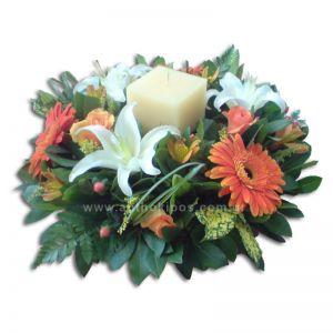 Κατασκευή με λουλούδια και κερί