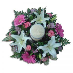 Λουλούδια σε σύνθεση με κερί