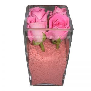 Ρόζ τριαντάφυλλα σε γυαλί