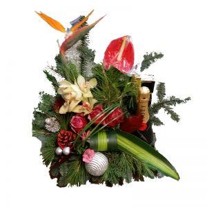 Χριστουγεννιάτικη-Πρωτοχρονιάτικη σύνθεση λουλουδιών με σαμπάνια MOET & CHANDON