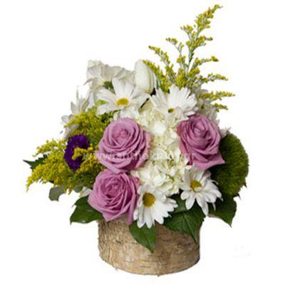 Flower arrangement in pale tones