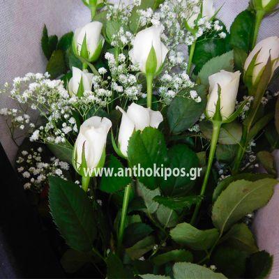 White roses in black velvet box