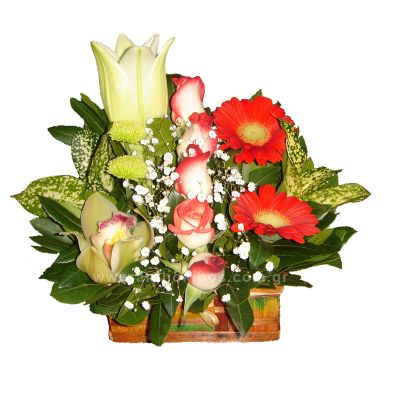 Flower Arrangements in trunk, in red shades, in group shape