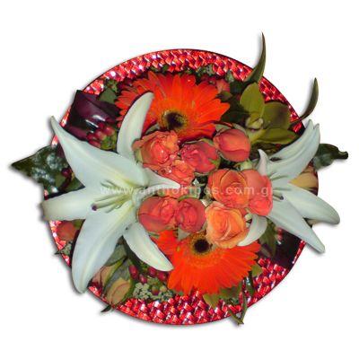 Λουλούδια σε πιατέλα για τραπέζι
