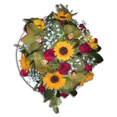 Στρόγγυλη σύνθεση λουλουδιών